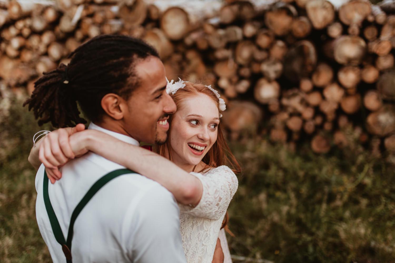 Qu'est-ce qu'un élopement ? Couple mariage intime dans la nature