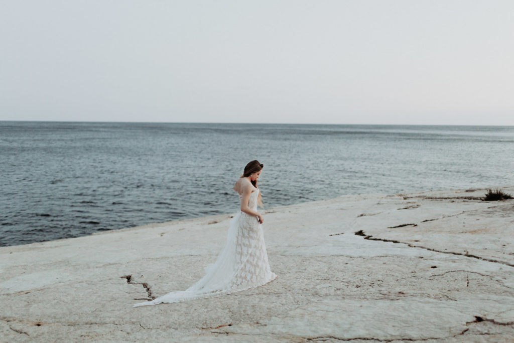 Photographe mariage au bord de l'eau à Cassis 13260