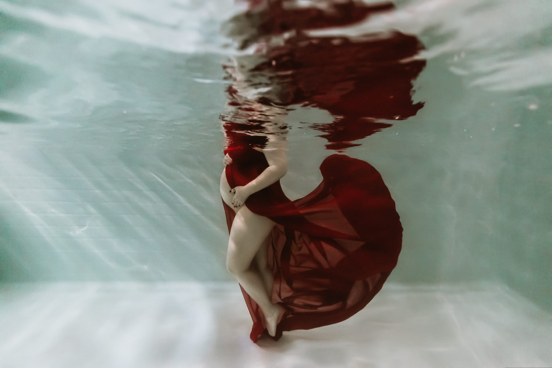 Photographe grossesse dans l'eau Avignon