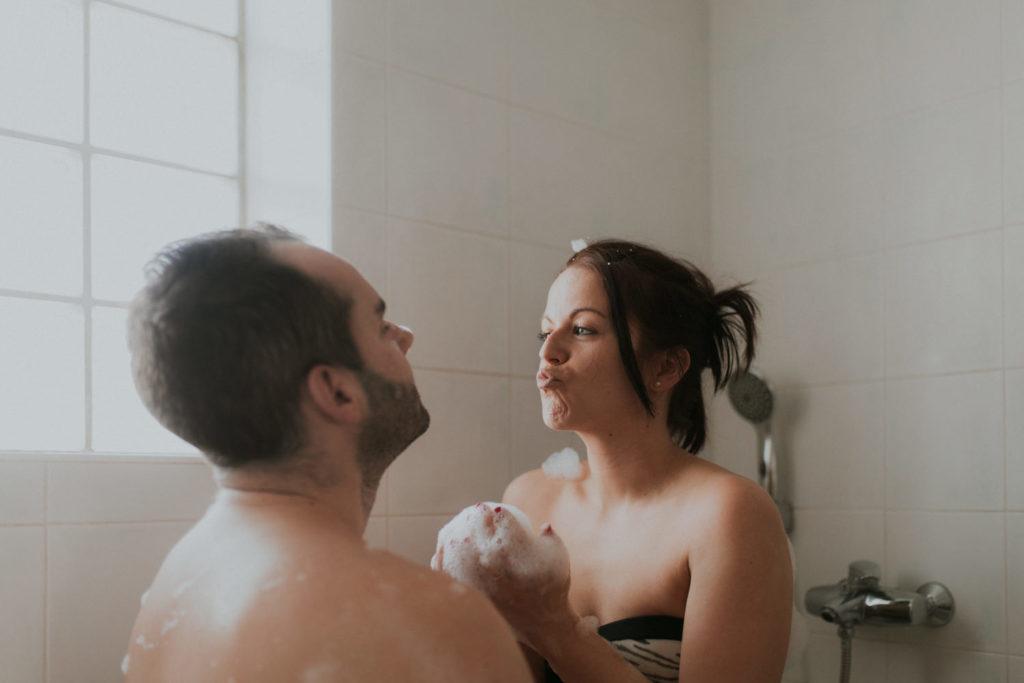 photo couple dans la salle de bain à Montpellier