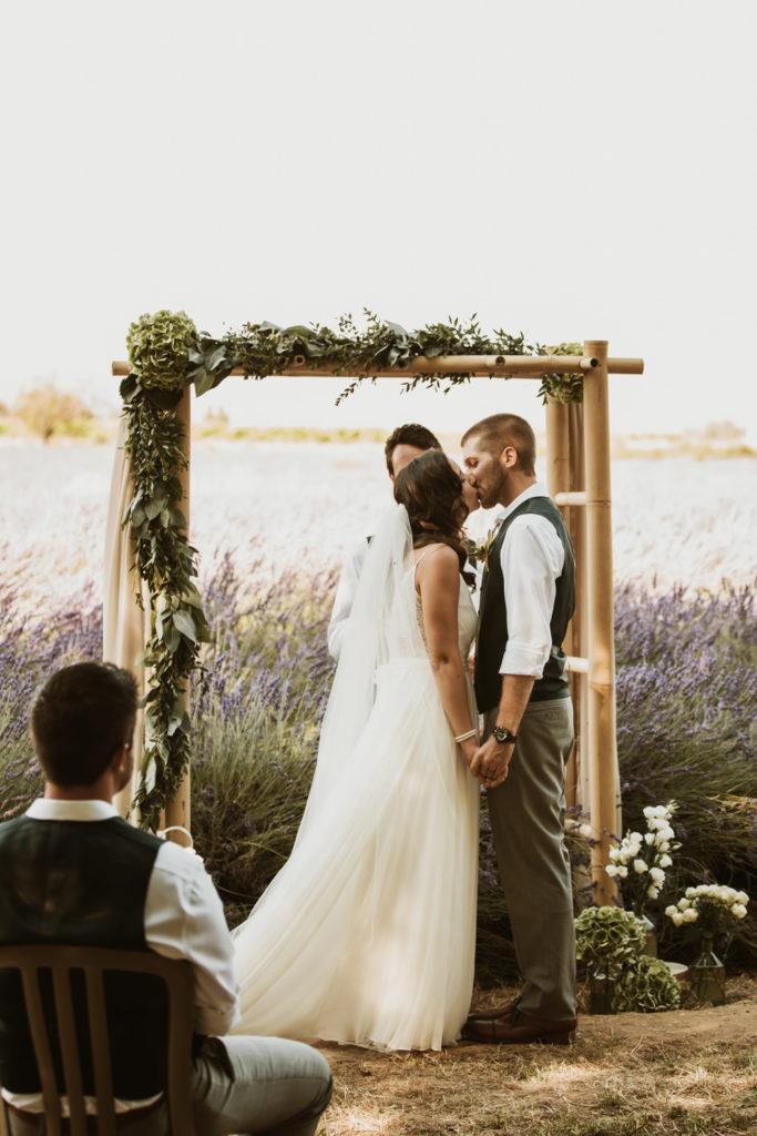 mariage américain dans les lavandes, vaucluse Provence