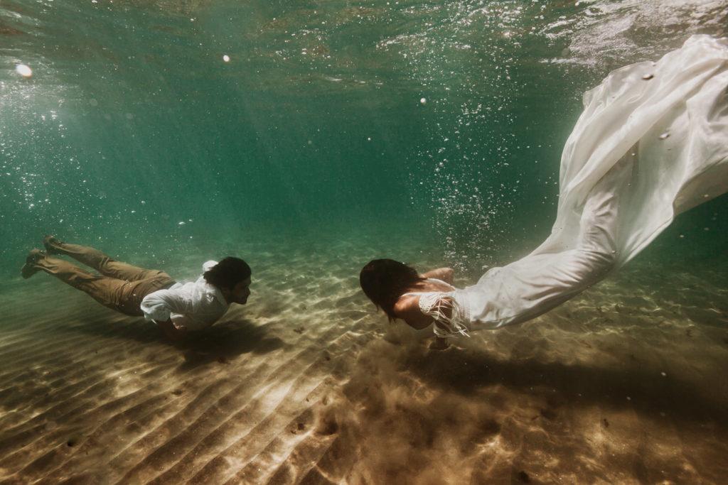 Photographe mariage aquatique dans l'eau Montpellier