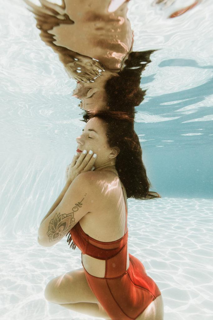 Séance photo dans l'eau photographe aquatique