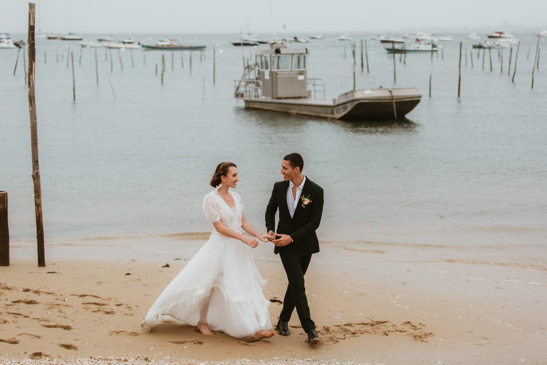 couple mariés au bord de l'océan Arcachon