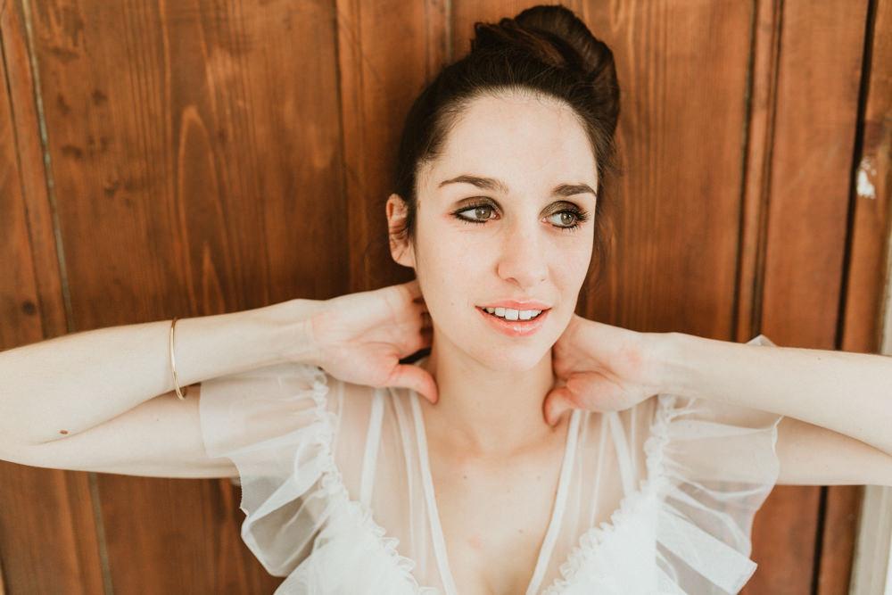 photo femme avec chignon