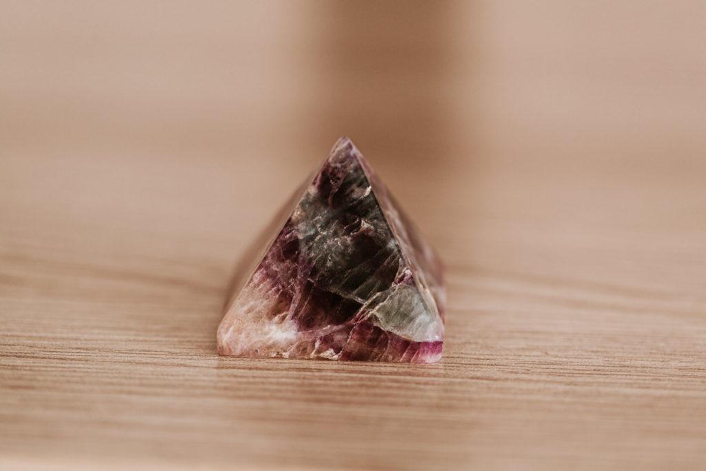 pierres naturelles pyramide améthyste