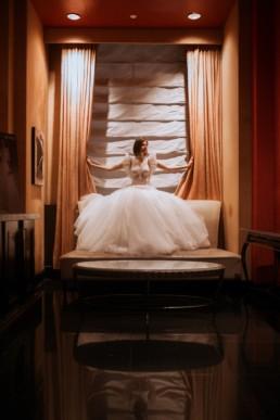 mariée dans le salon d'essayage de gemy maalouf