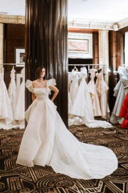 show room du créateur de robe de mariée gemy maalouf à new york. Mariée avec un carré court