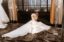 mariage à l'hôtel marriott de new york à Manhattan, robe de mariée avec une traine