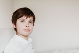 portrait enfant garçon pendant une séance photo à montpellier