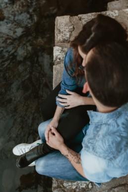 photo vue de dessus d'un couple à montpellier au bord du lez