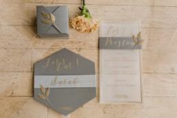 papeterie de mariage avec boite cadeau invité, menu, marque place de mariage. Shooting photo éditorial