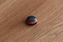 hématite arc en ciel 3cm, forme ovale à tenir dans la main