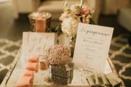 programme de mariage et invitation save the date. Mise en scène et décoration florale pour faire-part de mariage et papeterie