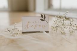 marque place de mariage. Nom de table de mariage bohème chic et champêtre