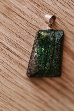pierre naturelle très rare, opale matrix et reflet multicolore