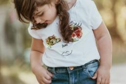 fillette t-shirt a paillettes mais dans les poches de son jeans a montpellier