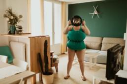 pillow challenge oreiller vert, femme maillot de bain et caisson étanche ikélite pour photo sous l'eau