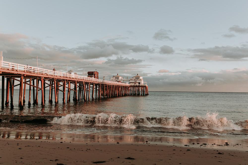Coucher de soleil sur la jetée de El Matador Beach Californie