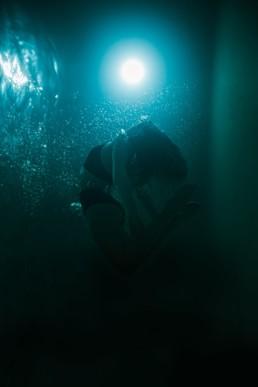 femme qui fait des pirouettes dans la piscine à Montpellier