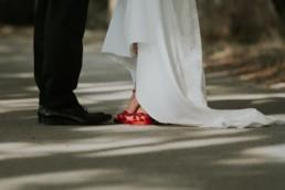 les chaussures des mariés à Sète, chaussures a talons rouge