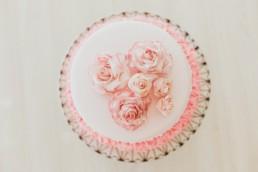Gâteau d'anniversaire en pâte à sucre, avec fleur en sucre pour pâtisserie à Alès