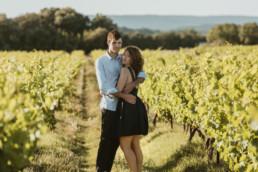 séance couple avant le mariage dans les vignes à Montpellier