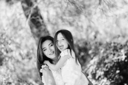 portrait fille heureuse avec sa maman à Montpellier