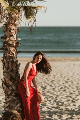 shooting photo portrait femme sur la plage privée de la paillote bikinis beach de la grande motte dans l'Hérault