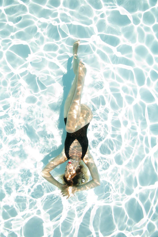 photographe en piscine extérieure