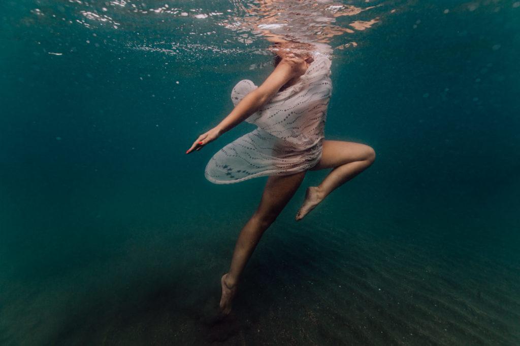 danseuses aquatique sous l'eau