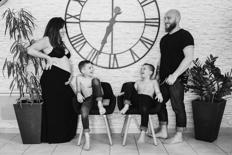 photo famille recomposée avec grossesse le Thor, vaucluse