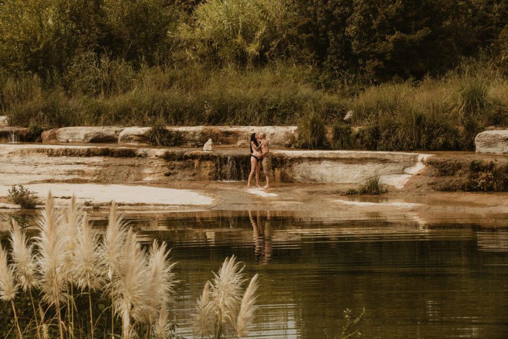 Séance grossesse Pézenas au bord de la rivière