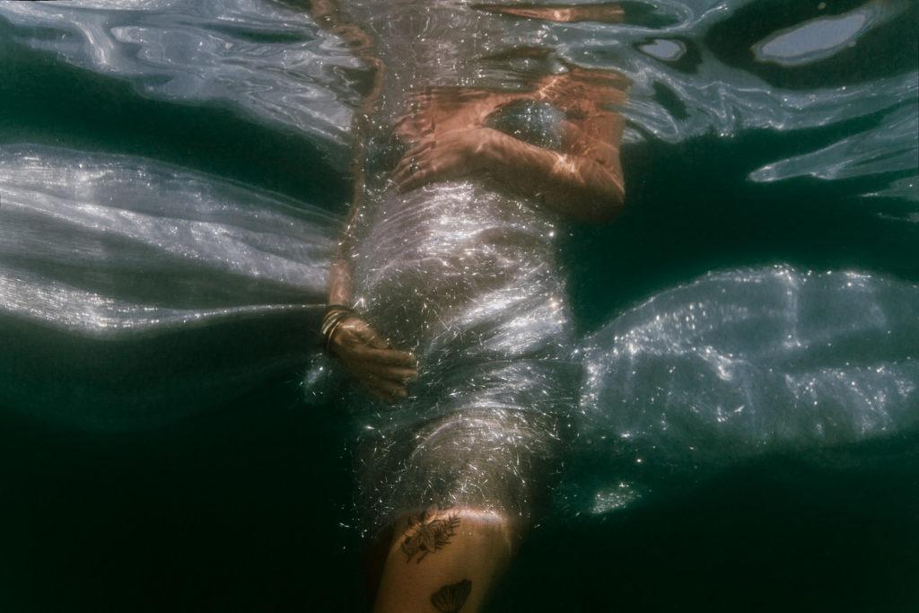 Photo maternité dans la mer