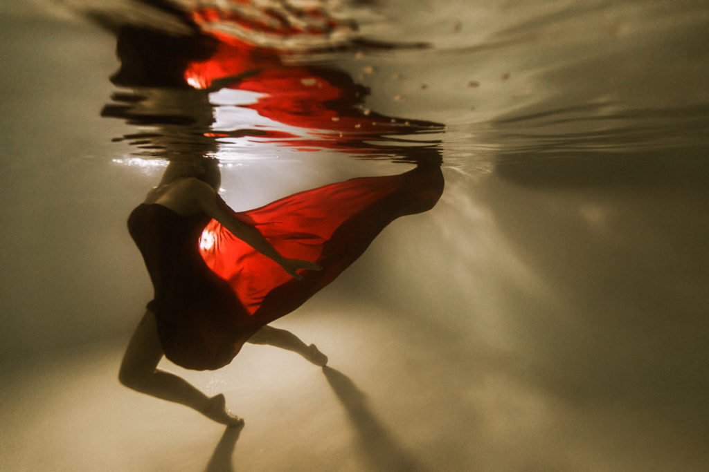 Photo dans l'eau avec un voile