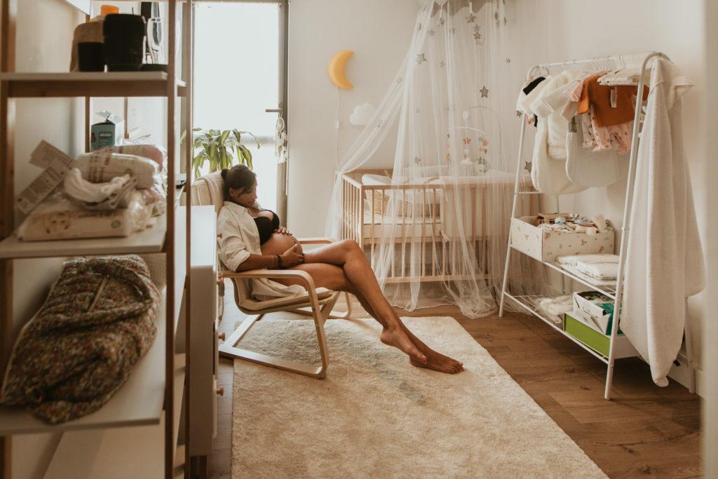 Shooting photo grossesse à domicile à Montpellier